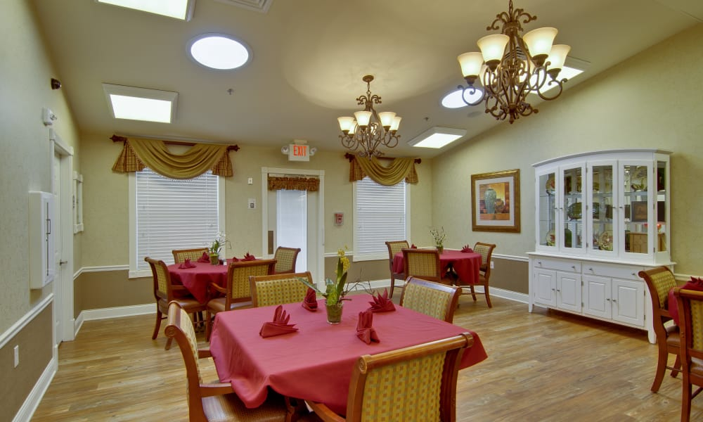 Dining area at the center of Chestnut Glen Senior Living in Saint Peters, Missouri