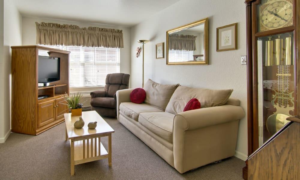Resident living room at Ravenwood Senior Living in Springfield, Missouri