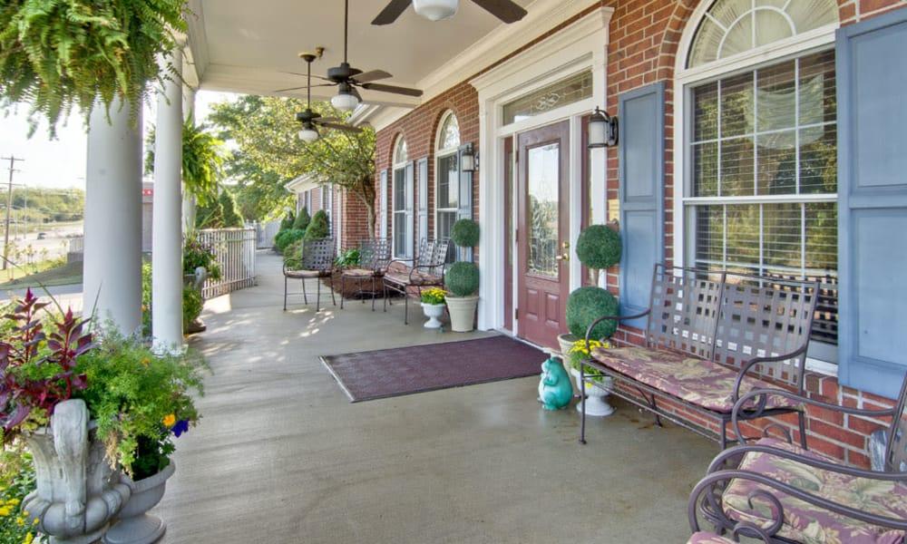 Front porch at Ravenwood Senior Living in Springfield, Missouri