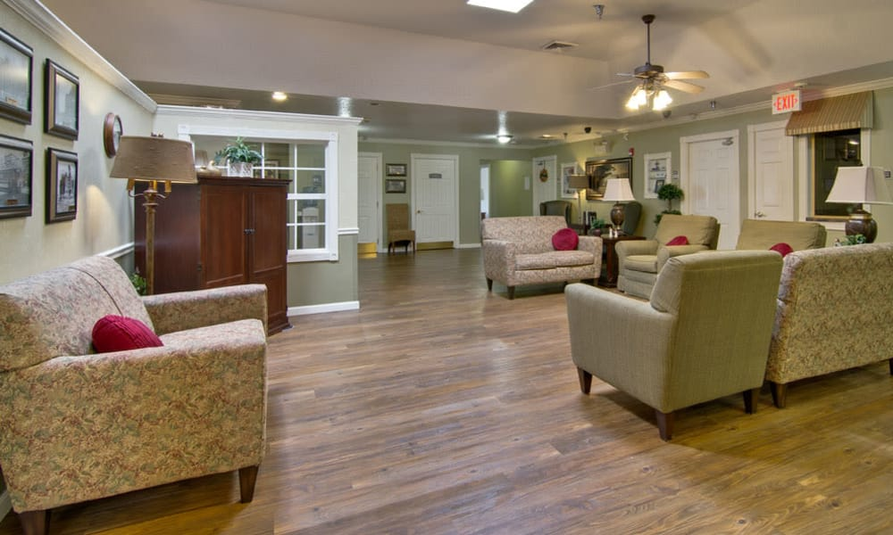 Resident lounge with comfortable seating at Ravenwood Senior Living in Springfield, Missouri