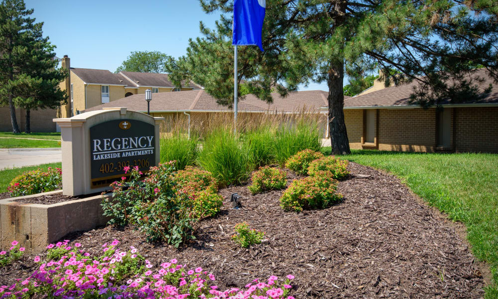 Quality apartments at Regency Lakeside Apartment Homes in Omaha, NE