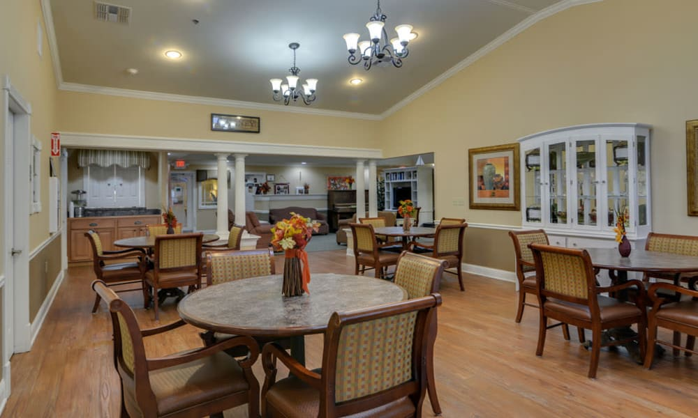 Dining area at the center of Azalea Court Senior Living in Smyrna, Tennessee