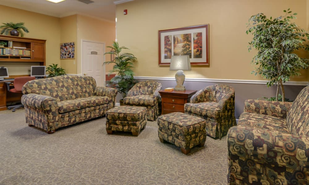 Quiet reading room at Azalea Court Senior Living in Smyrna, Tennessee