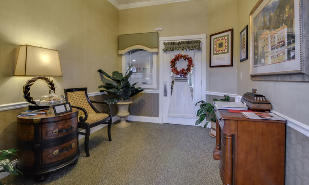 Meeting area with seating  at Azalea Court Senior Living in Smyrna, Tennessee