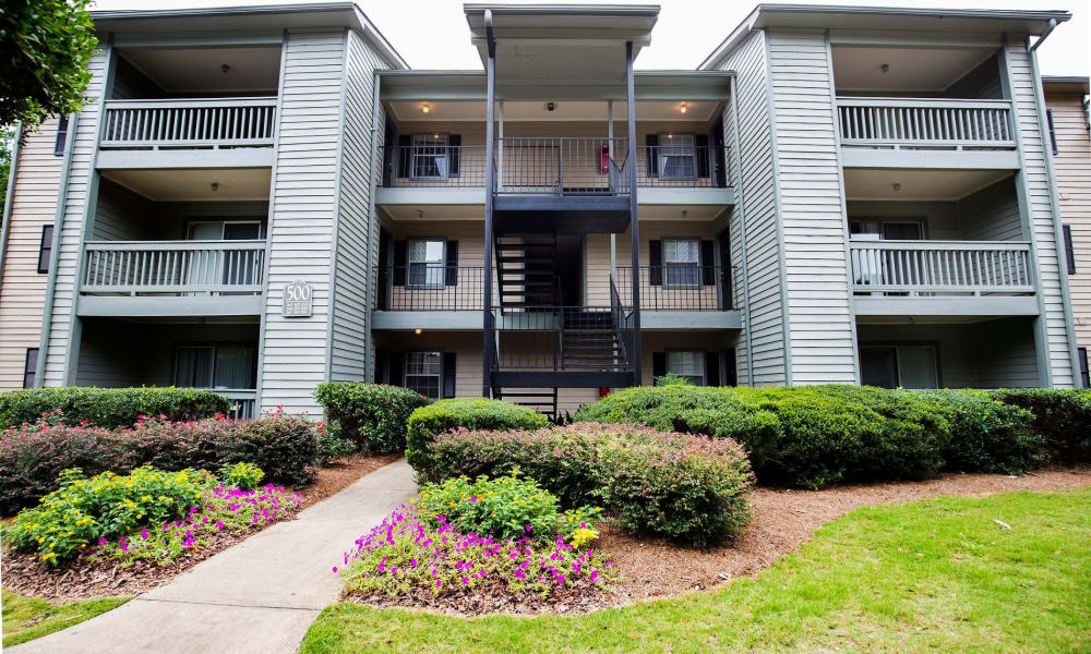 Lake Crossing balconies in Austell, GA