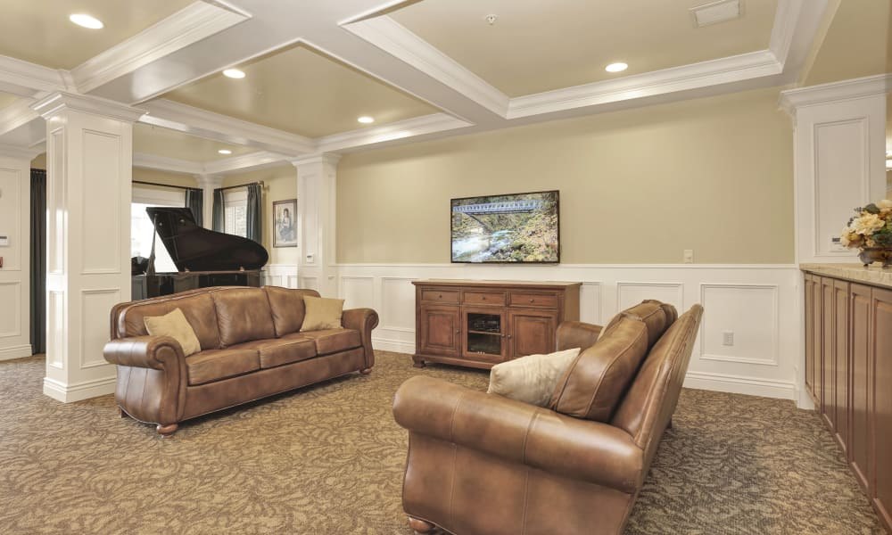 Brown leather couches at Highland Glen in Highland, Utah