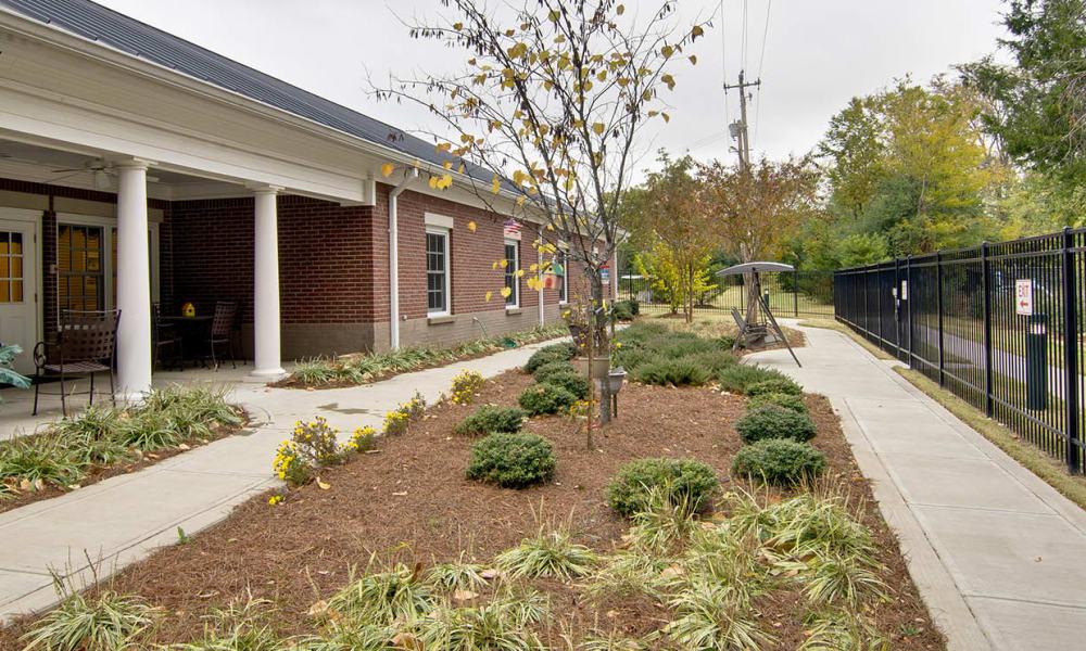 Outdoor walkway at Schilling Gardens Senior Living in Collierville, Tennessee