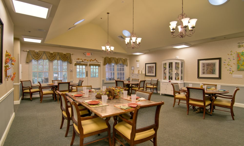 Dining area at the center of Schilling Gardens Senior Living in Collierville, Tennessee