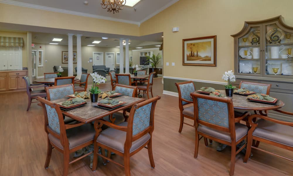 Dining area at the center of Colony Pointe Senior Living in Columbia, Missouri