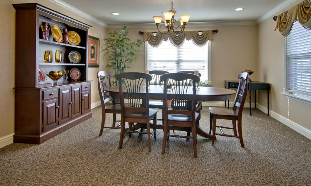 Family dining room at Etheridge House Senior Living in Union City, TN
