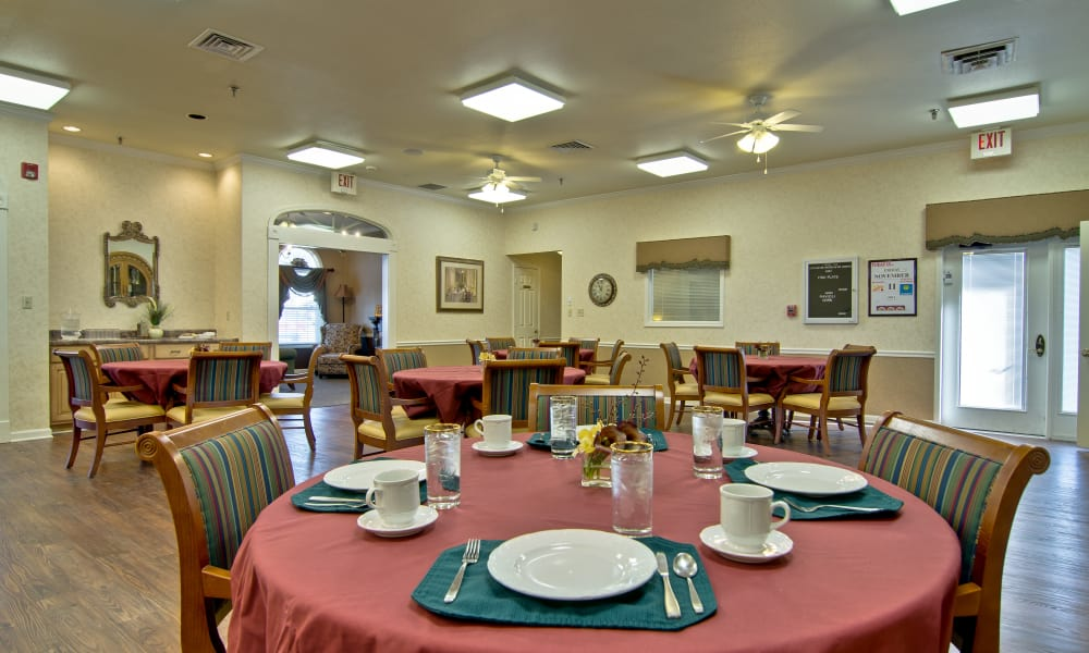 Dining room at Etheridge House Senior Living in Union City, Tennessee