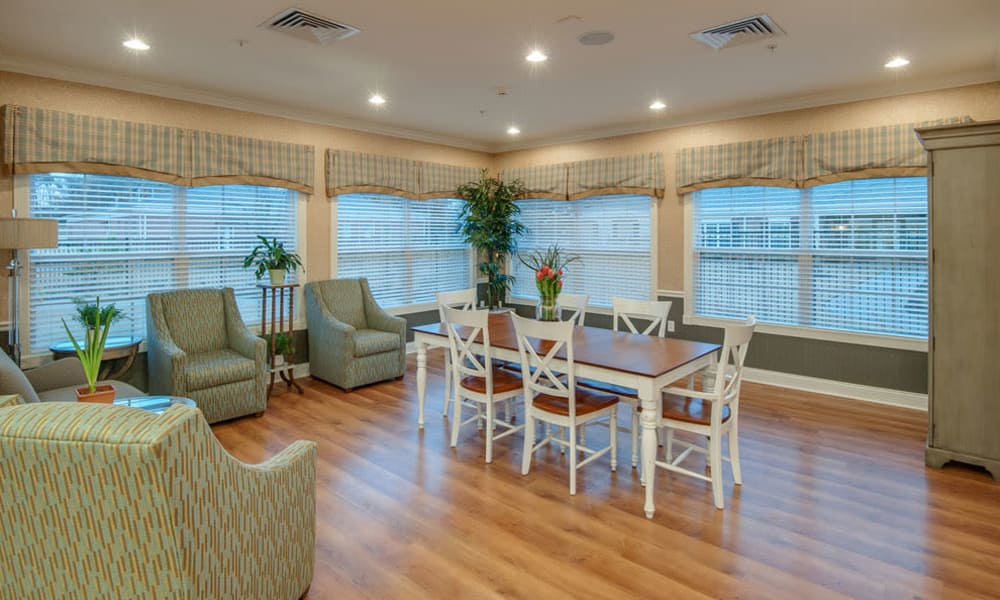 Community lounge at South Breeze Senior Living in Memphis, Tennessee