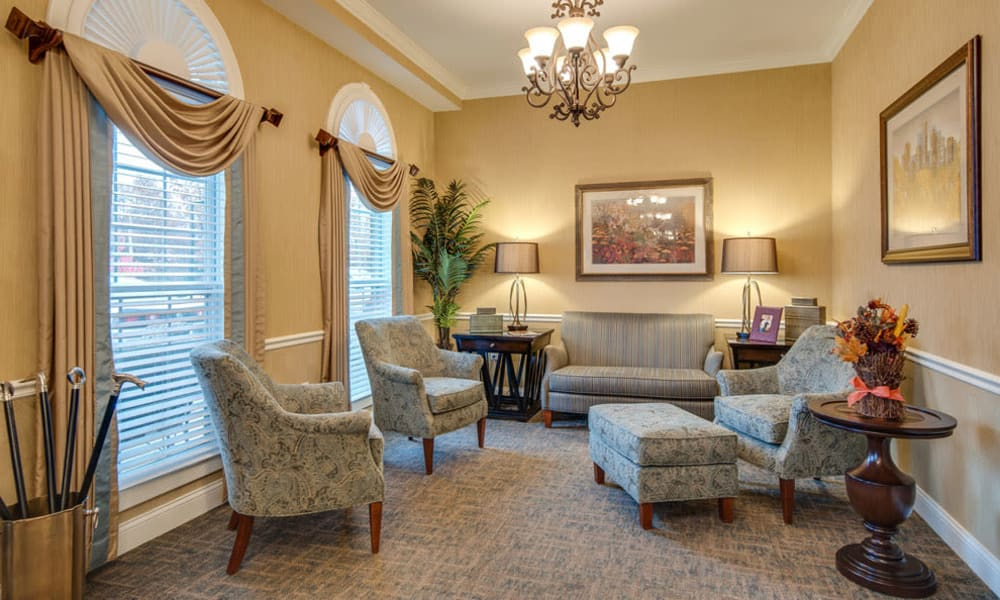 Community lounge with comfortable seating at South Breeze Senior Living in Memphis, Tennessee