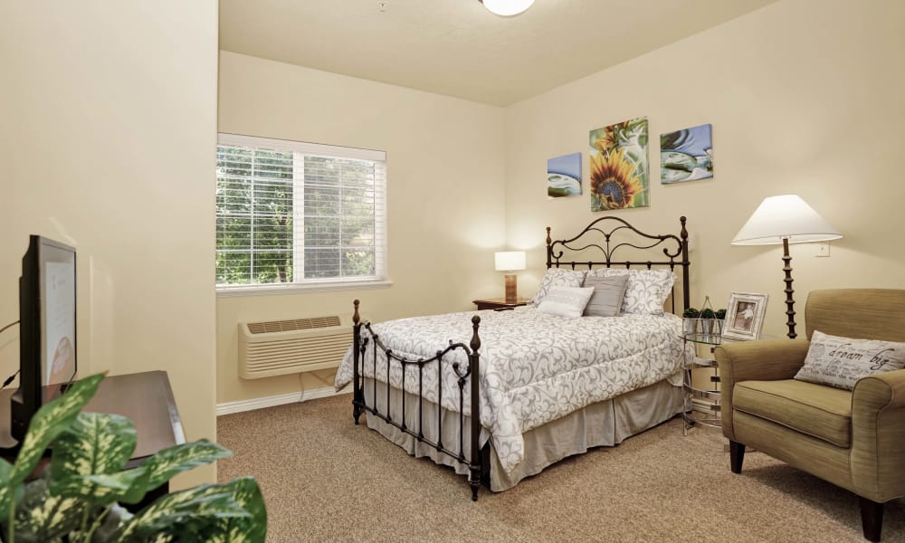Bedroom at Highland Glen in Highland, Utah