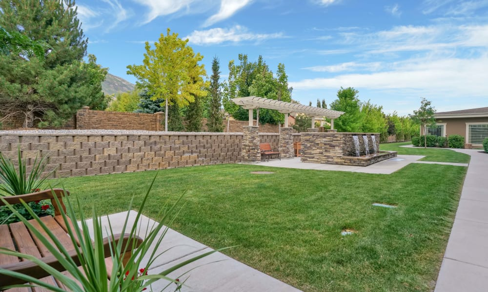 Large courtyard at Highland Glen in Highland, Utah