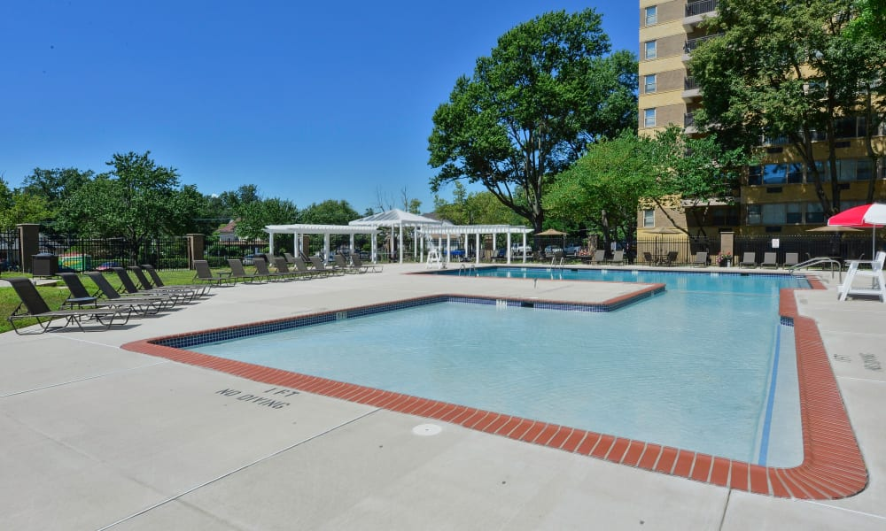 Luxury swimming pool at Parkview at Collingswood Apartment Homes in Collingswood, New Jersey