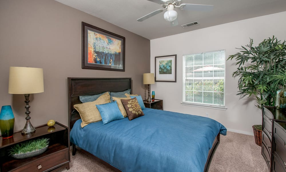 Sunrise Canyon offers a beautiful bedroom in Universal City, Texas