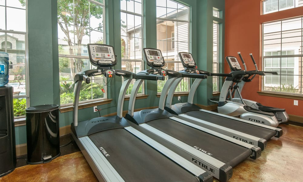Sunrise Canyon offers a fitness center in Universal City, Texas