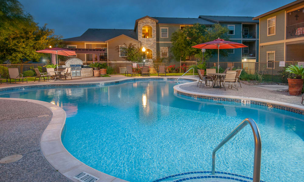 Sunrise Canyon offers a swimming pool in Universal City, Texas