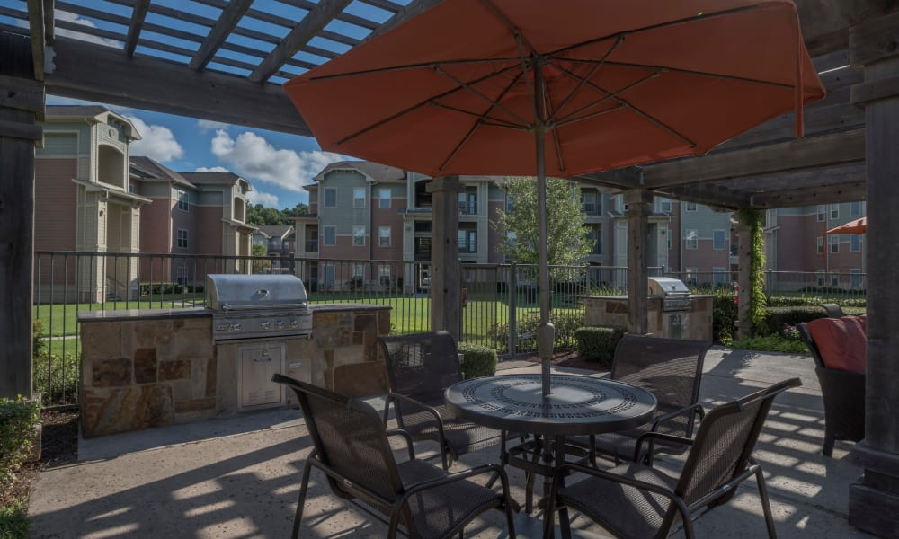 Exterior dining area at Cambria Cove Apartments in Houston, Texas