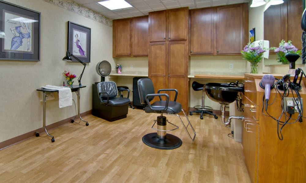 Community salon for residents at The Neighborhoods at Quail Creek in Springfield, Missouri