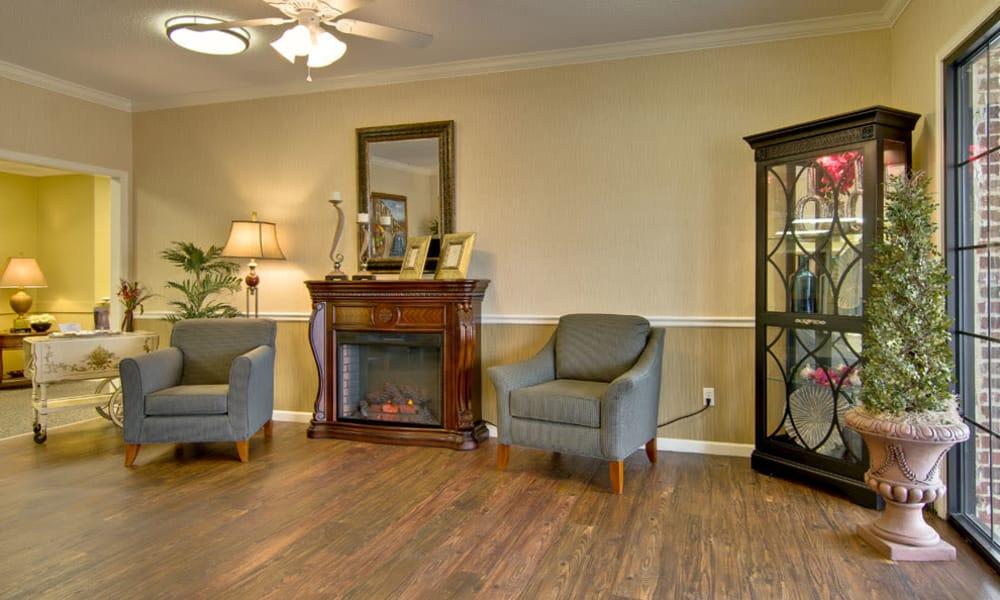 Fireside seating at Montgomery Gardens in Starkville, Mississippi