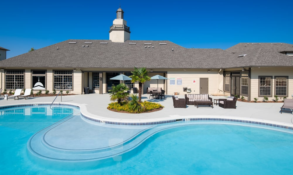 Our apartments in Tuscaloosa, Alabama showcase a large clubhouse and pool area