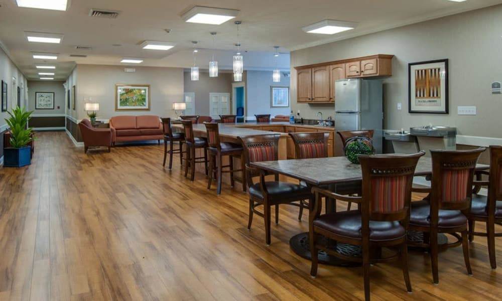 Community kitchen and dining room seating at Springfield Heights in Springfield, Tennessee