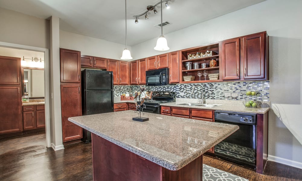 Spacious kitchen at Overlook at Stone Oak Park in San Antonio, Texas