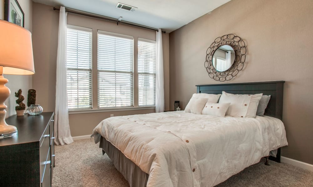 Bedroom at Overlook at Stone Oak Park in San Antonio, Texas