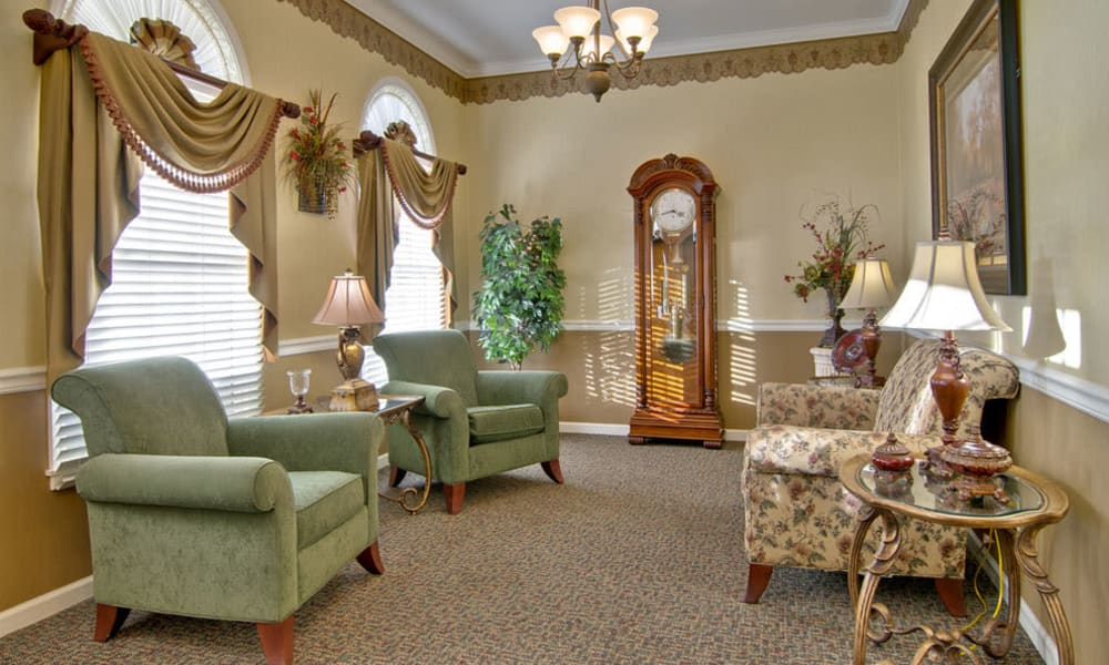 Quiet reading lounge with comfortable seating at Eiffel Gardens in Paris, TN