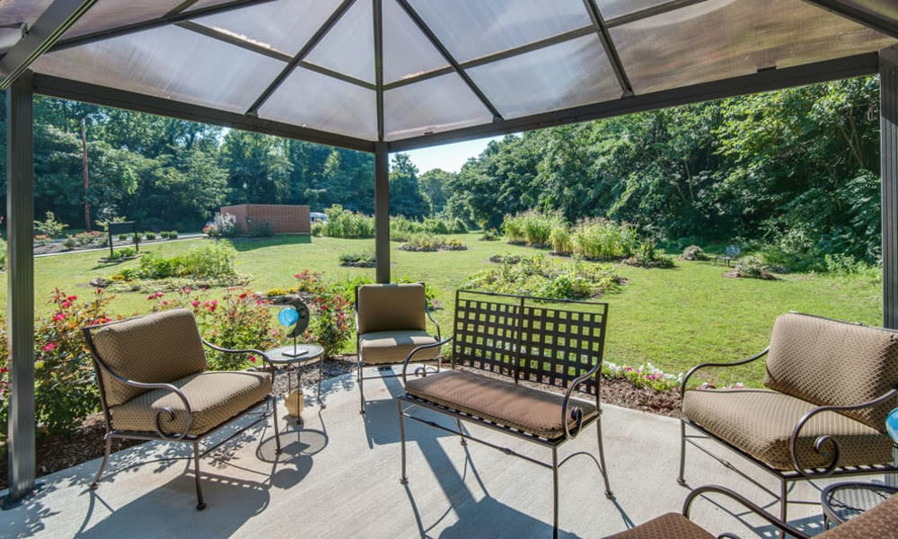 Covered patio seating at Riverview Terrace in McMinnville, Tennessee
