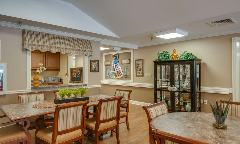 Kitchen and dining room at Riverview Terrace in McMinnville, Tennessee