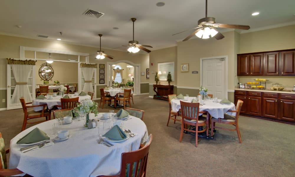 Dining area at the center of Park View Meadows in Murfreesboro, Tennessee