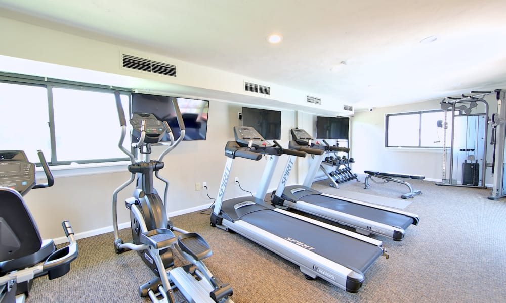 State-of-the-art fitness center at Glen Ridge Apartment Homes in Glen Burnie, Maryland