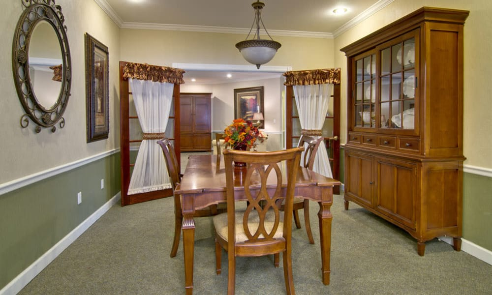 Family dining room at Ashland Villa in Ashland, Missouri