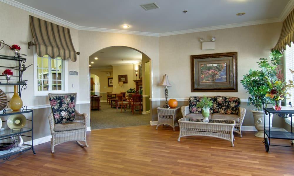 Community lounge with comfortable seating at Ashland Villa in Ashland, Missouri