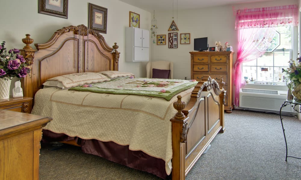 Spacious single bedroom at Willow Brooke in Union, Missouri