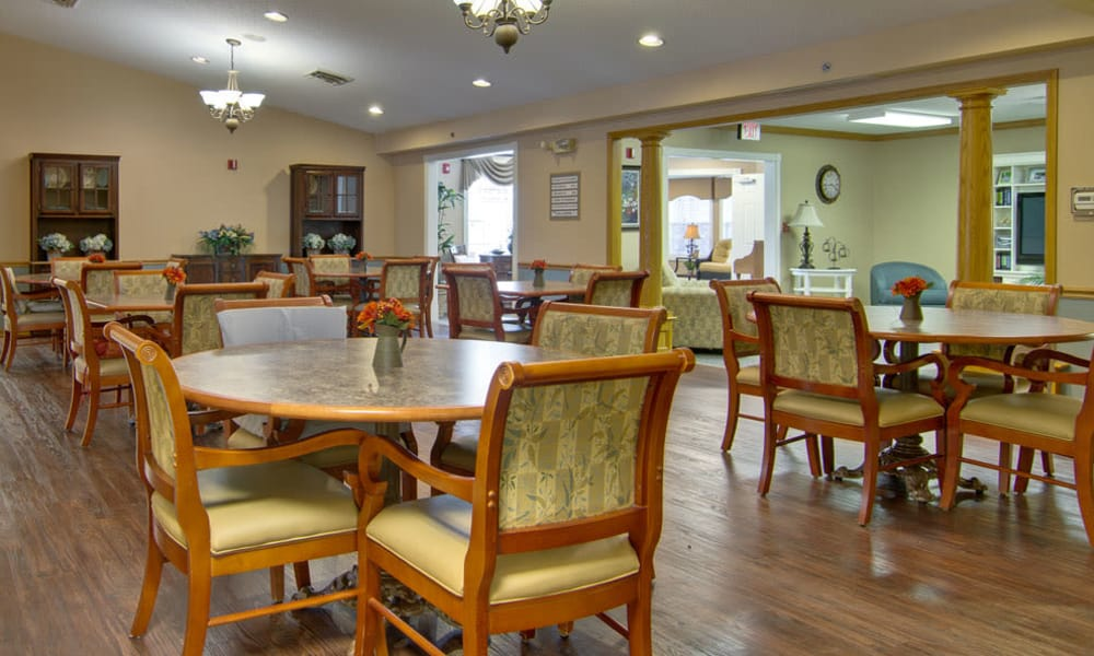 Dining area at the center of Jefferson Gardens Senior Living in Clinton, Missouri
