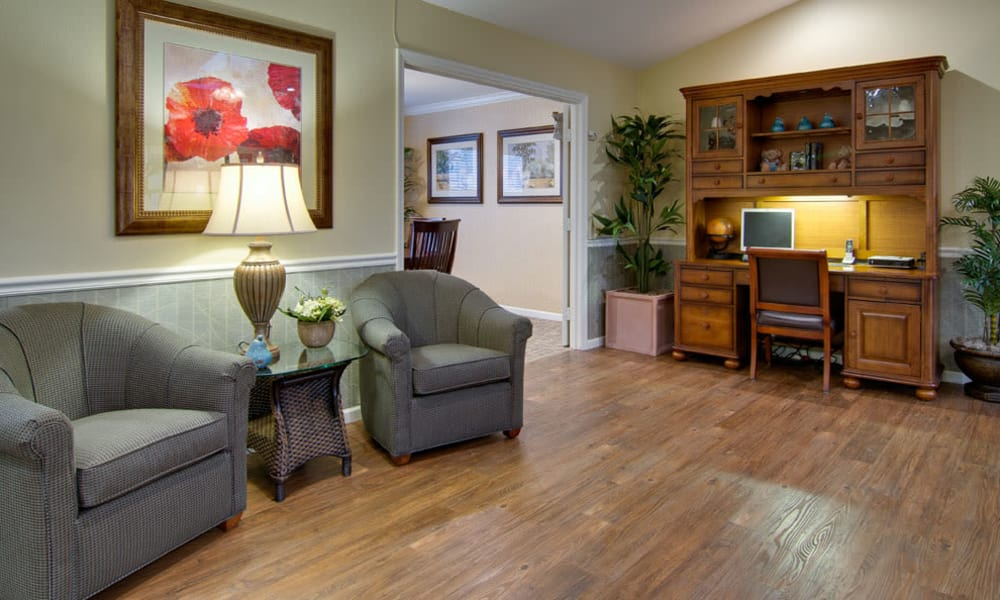 Lounge seating and community computer access at Maple Tree Terrace in Carthage, MO