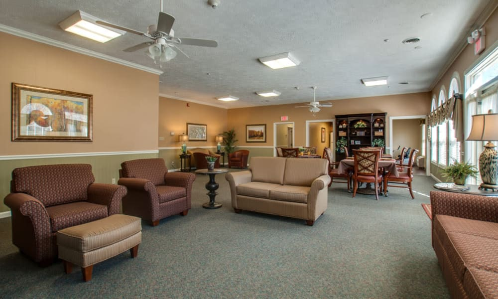 Community lounge with comfortable seating at RiverWick in Savannah, Tennessee