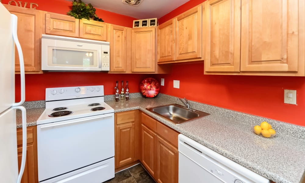 Luxury kitchen at Hyde Park Apartment Homes in Bellmawr, New Jersey