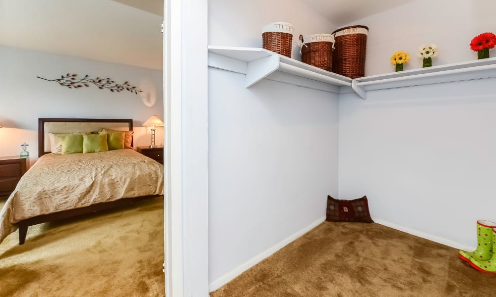 Luxury apartments with walk-in closets in Bellmawr, New Jersey