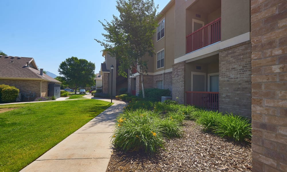 Beautiful walking paths at Preston Hollow Apartments in Murray, Utah