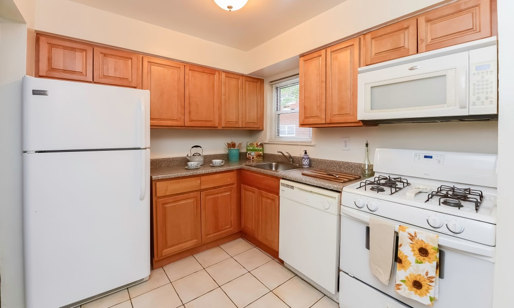 Beautiful kitchen at Mt. Arlington Gardens Apartment Homes in Mt. Arlington, New Jersey