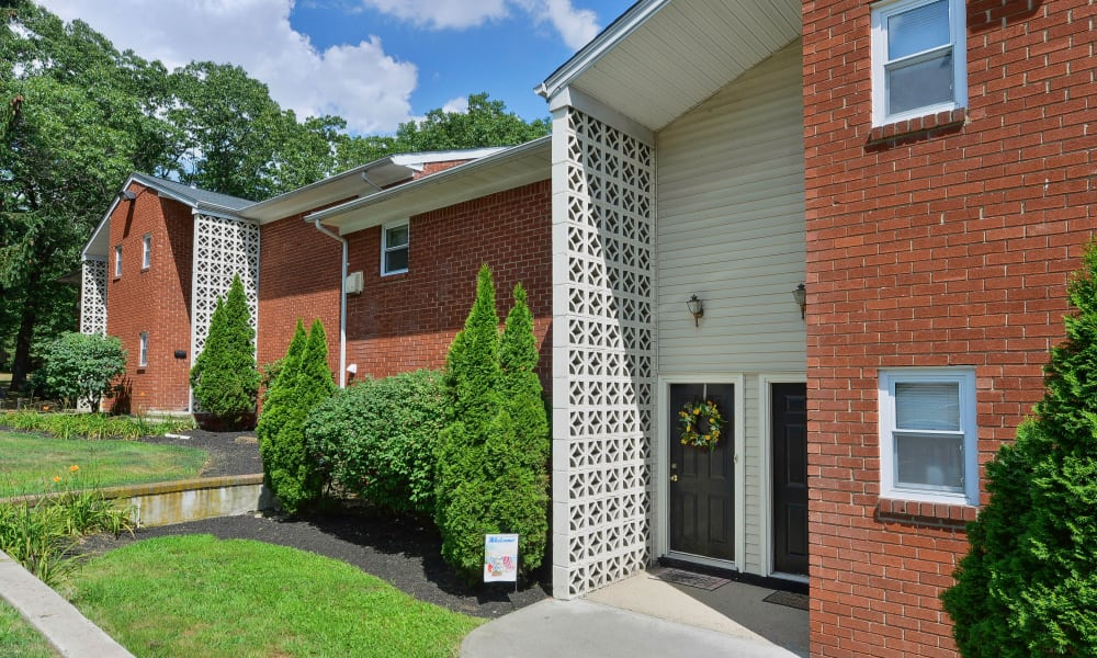 Beautiful entryway at Mt. Arlington Gardens Apartment Homes in Mt. Arlington, New Jersey
