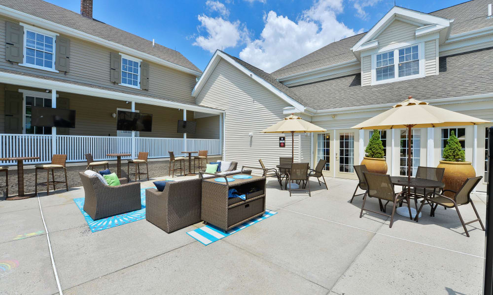 Outdoor Lounge at Woodview at Marlton Apartment Homes in Marlton, New Jersey