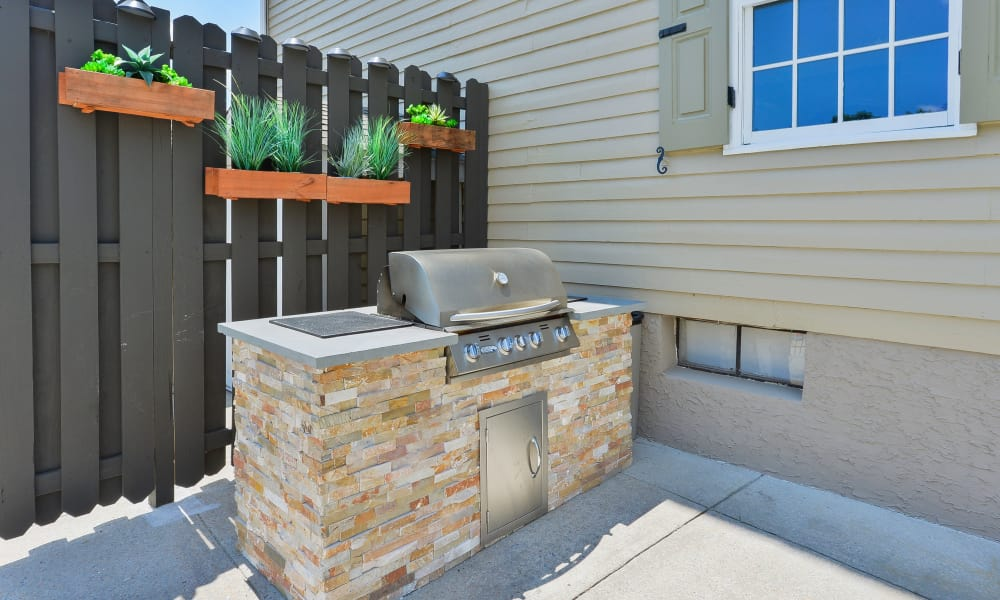 Outdoor BBQ Area at Woodview at Marlton Apartment Homes in Marlton, New Jersey