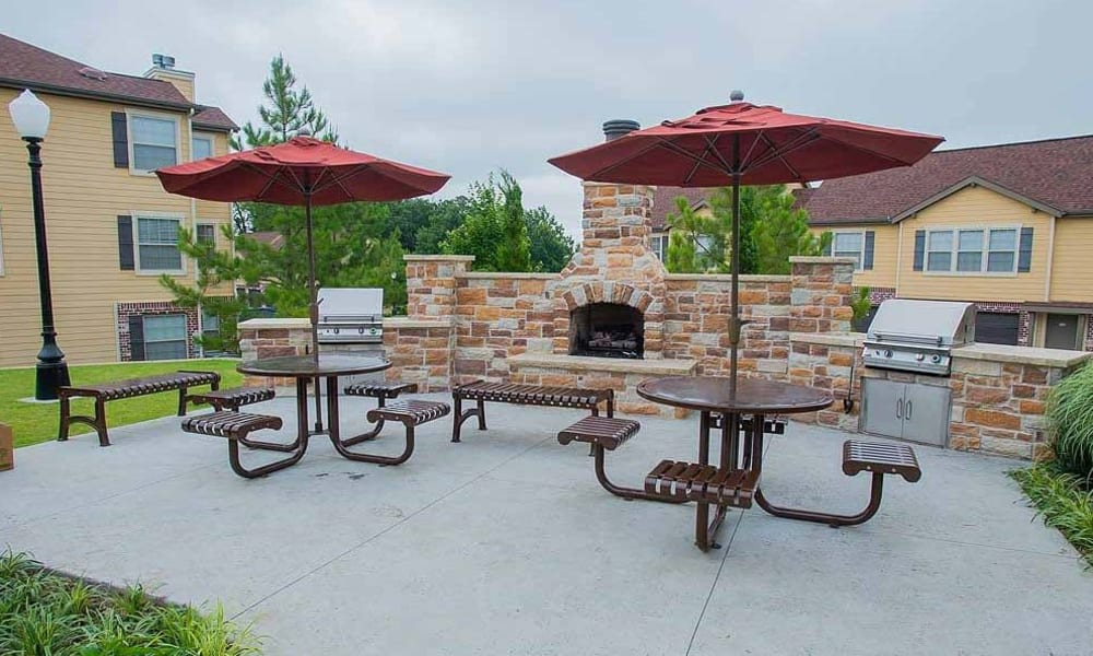 An outdoor patio area at Tuscany Hills in Tulsa, Oklahoma
