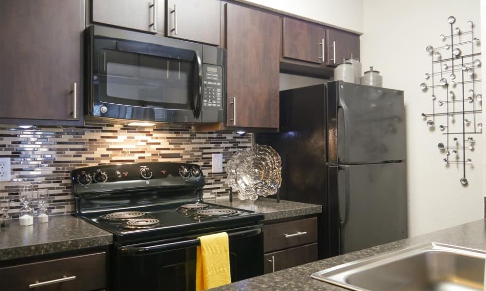 Trails of Towne Lake offers a furnitured kitchen in Irving, Texas